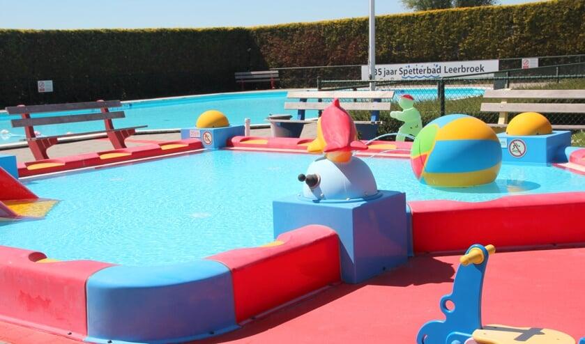 • Het Spetterbad in Leerbroek ligt er alweer prachtig bij.