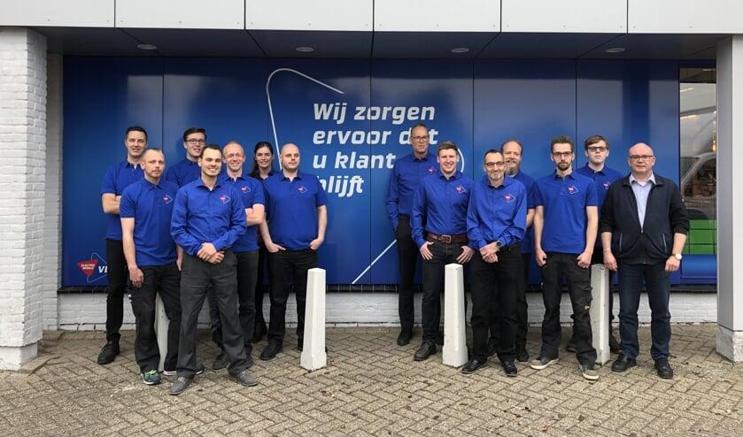 Het team van Electro World Veen in de nieuwe bedrijfskleding.