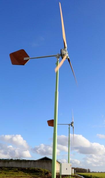 • In Streefkerk staat een kleine windturbine die wél aan een ruilverkavelingslint is geplaatst.