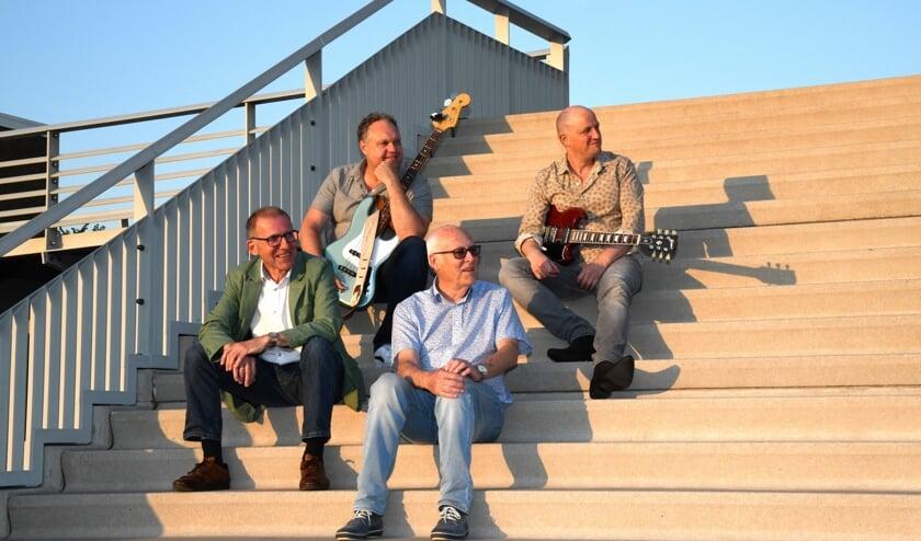 • Multi-Music met pianist Martin Boskamp, bassist Marcel Perik, drummer Peter Boermans en gitarist Simon Dekker.