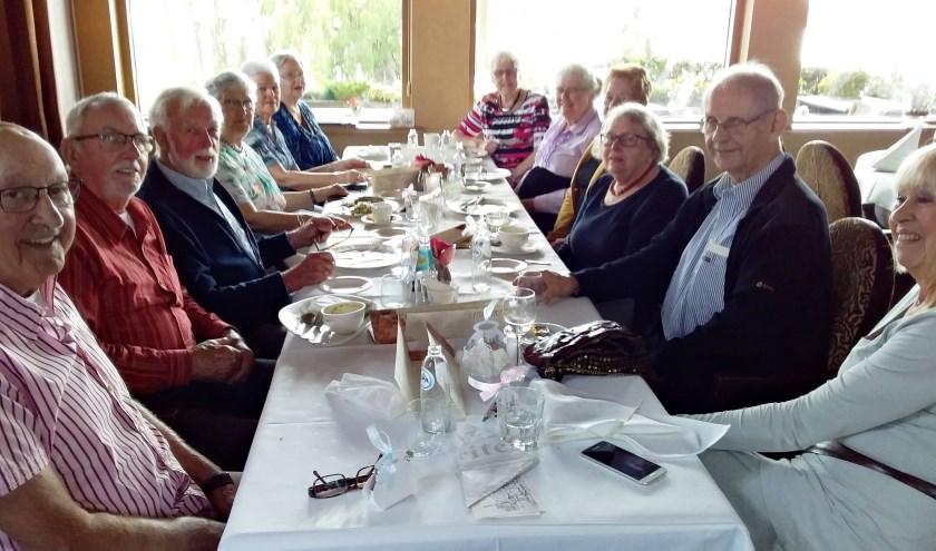 • Gezamenlijk lunch in Belvédère.
