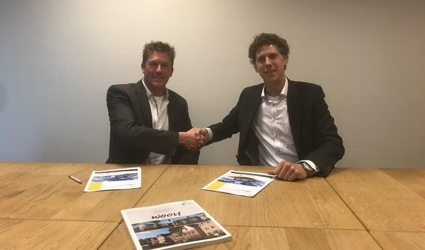 • Projectontwikkelaar Sebastiaan Docters van Leeuwen (van Wanrooij Projectontwikkeling) en Directeur Jos Blokland (Blokland Bouwpartners) bij ondertekening van de realisatieovereenkomst.
