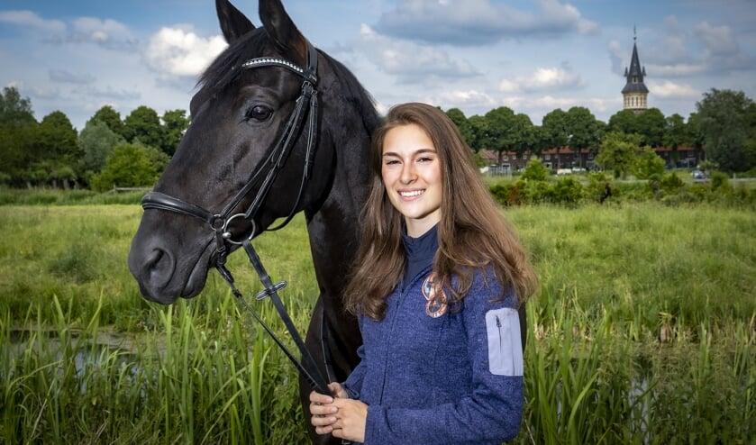 • Elise Otto met haar paard Coffee IJs.
