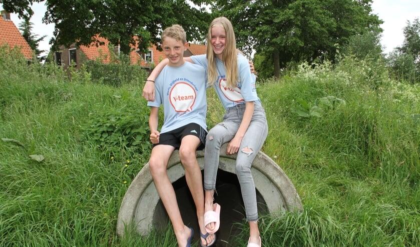 • Björn en Nienke hebben T-shirts van het V-team.