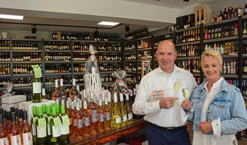 • Therry en José Klapwijk in de nieuwe winkel.