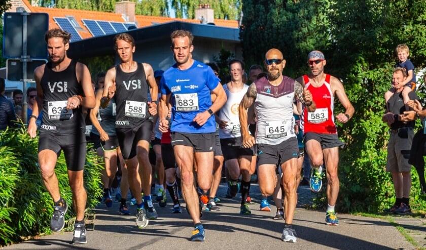 De start van de 10 kilometer van de Haastrechtloop 2019.