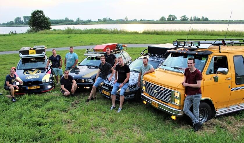 • De heren van Team Keet Graafland – hier op 2 na helemaal compleet - zijn trots op hun creaties.