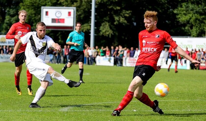 • Floren Streefkerk haalt uit in de legendarische nacompetitiefinale tegen De Zwerver.