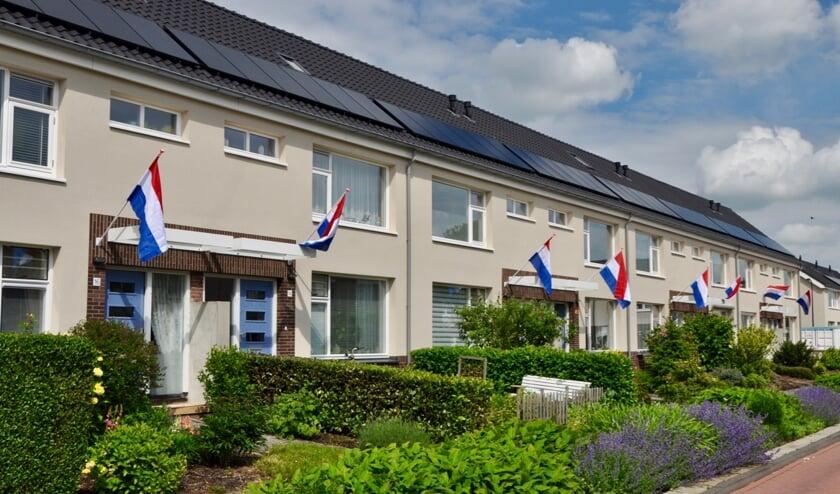 • De vlag ging uit tijdens de oplevering van de woningen in Lageweg.