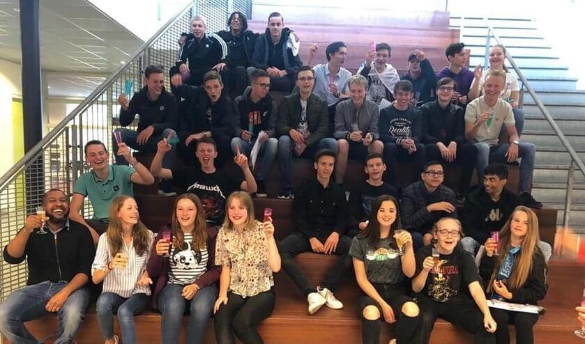 • Alle geslaagde mavoleerlingen van het Comenius College in Krimpen aan den IJssel.