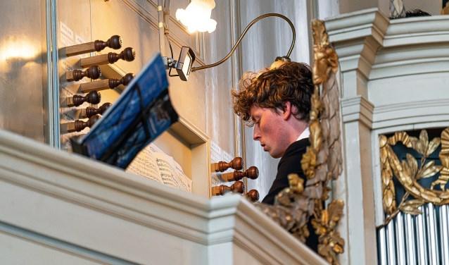 • Zomerconcert in de Grote Kerk Foto: Nico Van Ganzewinkel © Vianen