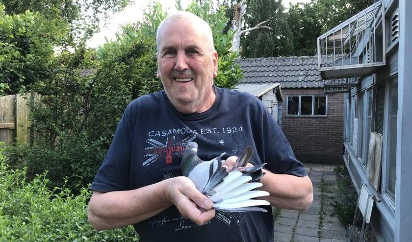 Met Centraal Hok 42 blijft Henk van Wijnen verbonden met zijn dierbare duiven.