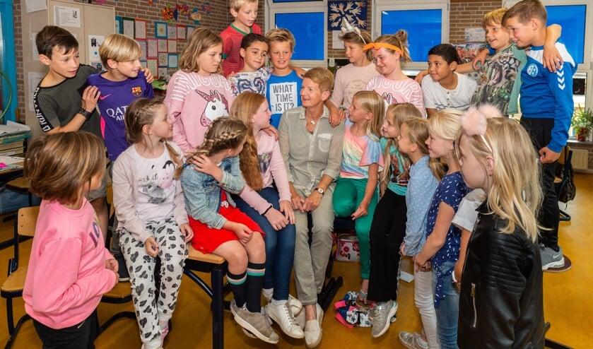 • Na 43 jaar te hebben gewerkt in het basisonderwijs als leerkracht en adjunct-directeur neemt juf Ineke Kooiman-van Homoet deze maand afscheid van haar Emmaschool en de leerlingen van groep 5 op de locatie Schoonhoven-centrum.