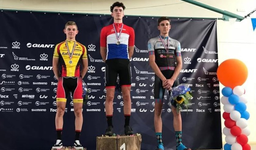 • Jesse Bikker werd tweede op het NK-Mountainbike voor beloften.
