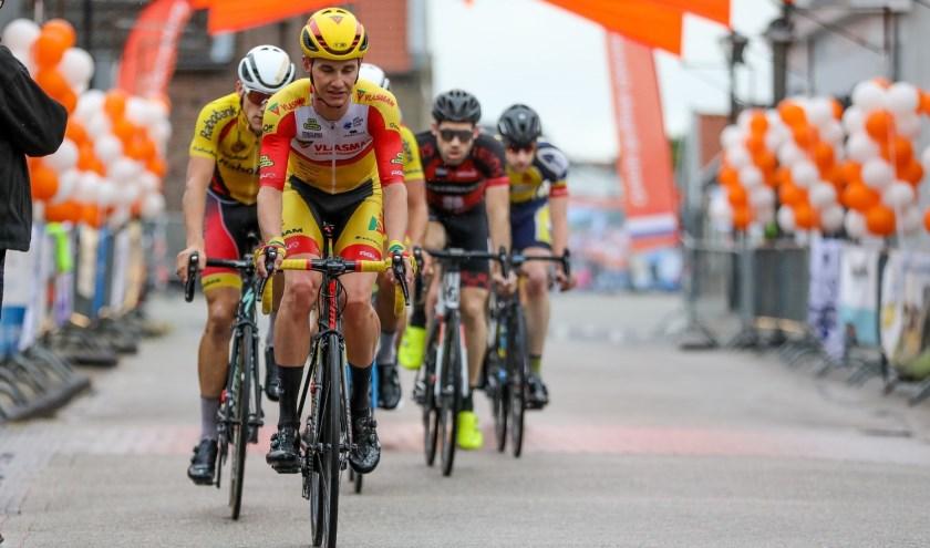 • Kelvin van den Dool, op deze foto in actie in Giessenburg.