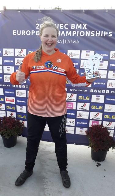 Chantal Bron met haar prijs.
