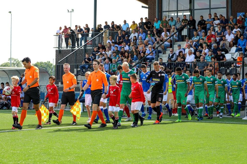 • De opkomst van FC Den Bosch en FC Dordrecht. Foto: Rick den Besten  © Bommelerwaard