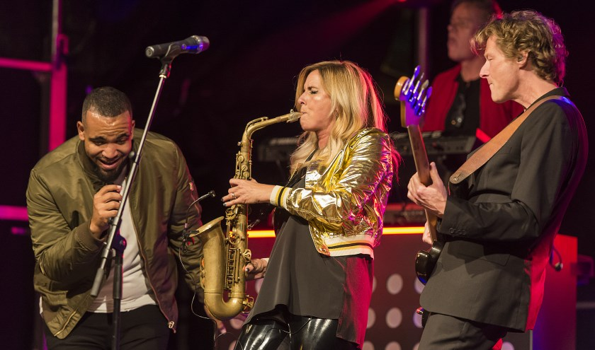 • Krimpen Presents haalde de afgelopen jaren bekende artiesten, zoals saxofoniste Candy Dulfer, naar Krimpen aan den IJssel.