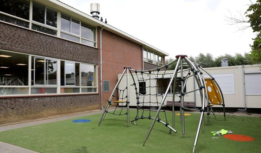 • Het noodlokaal bij de School met de Bijbel in Bleskensgraaf.
