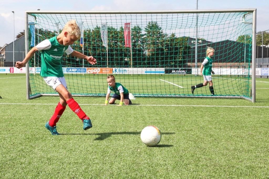 Voetbal 4-daagse voetbalschool Foto: Lya Cattel © Bommelerwaard