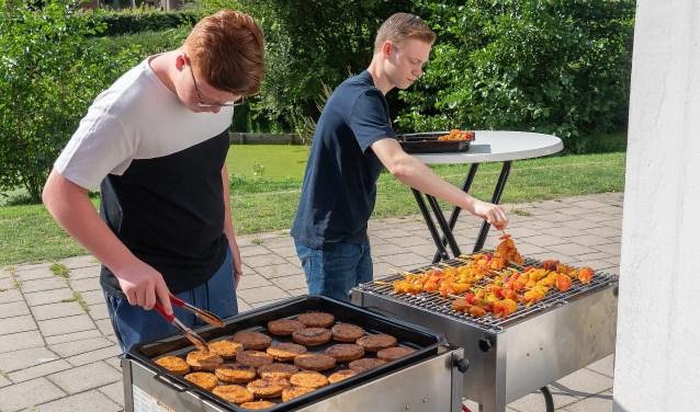 Burendag Barbecue Donjon Foto: Nico Van Ganzewinkel © Vianen