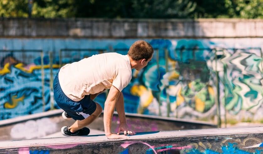 <p>&bull; Jongeren kunnen bij Buurtwerk zelf laten weten waar hun wensen en behoeften liggen.</p>