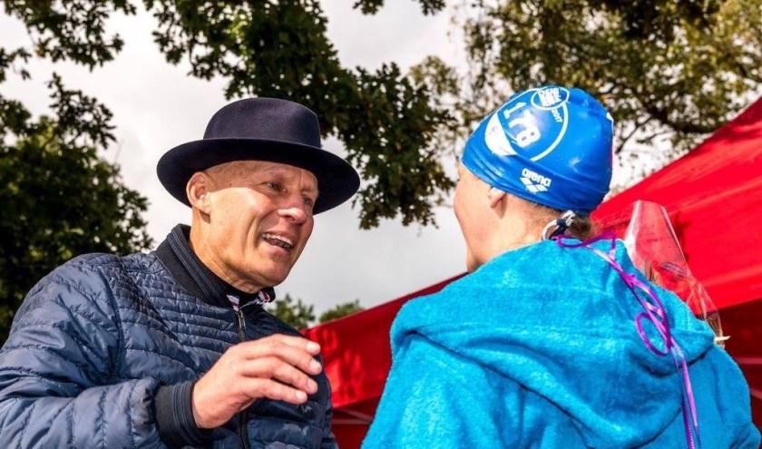 • Johan en Marlou twee jaar geleden bij de finish. Dankzij recente medische ontwikkelingen leeft Johan nog.