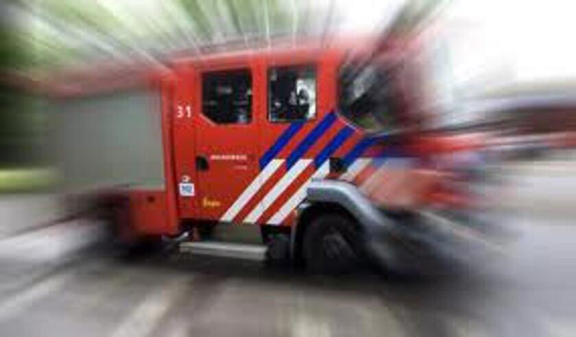 • De brandweer kon niet voorkomen dat het busje uitbrandde.
