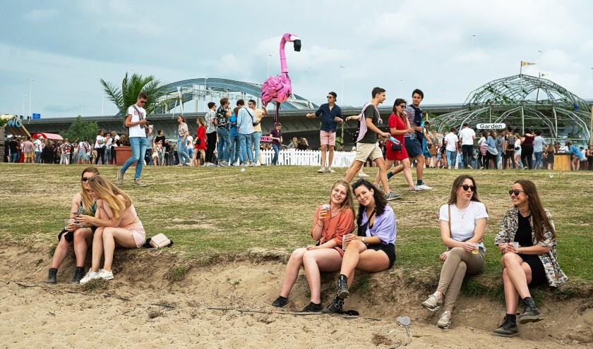 • Jongeren genieten tijdens de recente editie van By the Creek.