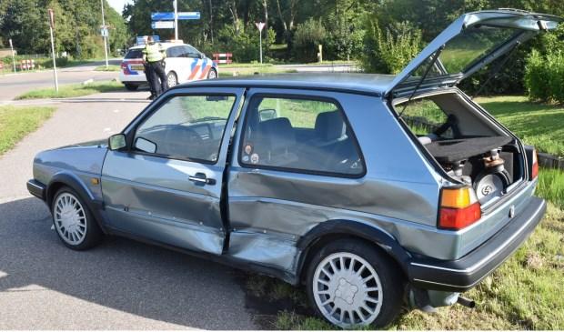 • Op het drukke kruispunt in Gameren botsten maandagochtend twee auto's op elkaar. Foto: Hans Verbeek/Meesters Multi Media © Bommelerwaard
