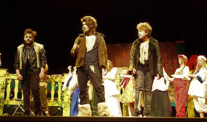 • De All Round Theatergroep speelde afgelopen juni De Big Bad Musical. De 18-plussers uit deze groep zijn doorgestroomd naar de nieuwe groep Theater Opmaat.