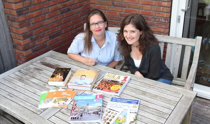 • Lotje (l) en Annemart zijn klaar voor het nieuwe seizoen.