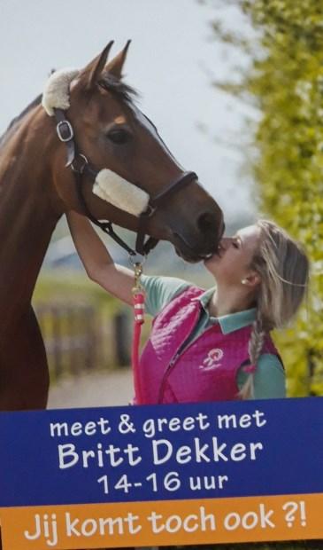 Britt Dekker komt 24 augustus naar Ammerzoden.