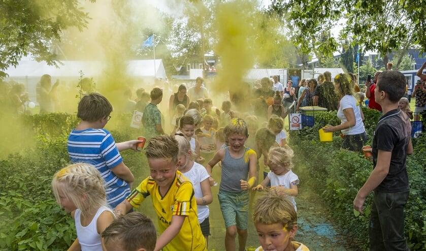 • Colorrun tijdens de speelweek in Ouderkerk.