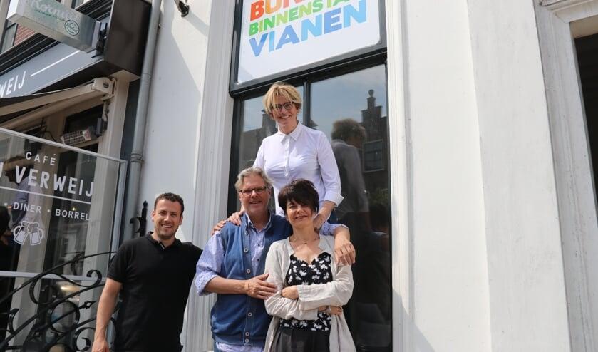 • Bureau Vianen bij de start in 2018 met ambtenaar Gijs Savenije, centrummanager Hans van Kooten, en initiatiefnemers Jeannette Verplancke en Irma Schouten.