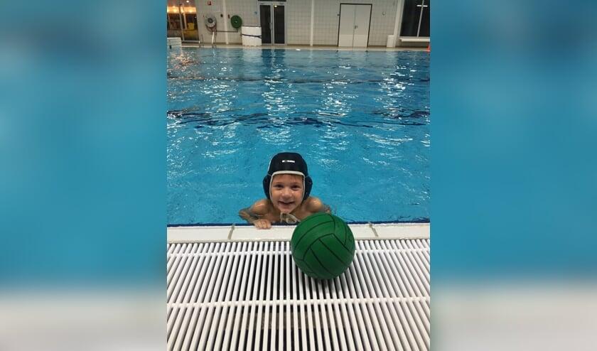 • De Lansingh probeert de jongste jeugd enthousiast te maken voor de zwem- en waterpolosport.
