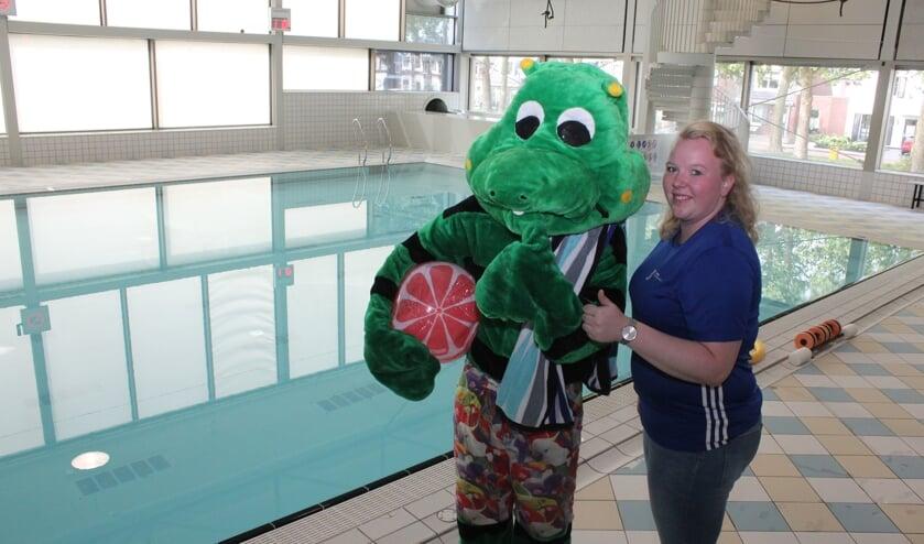 • Tessa samen met mascotte Sprinter, die tijdens de vierdaagse regelmatig zijn opwachting maakt.