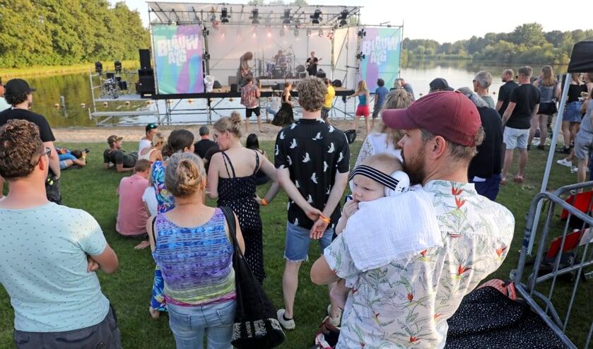 <p>&bull; Blauwalg Festival gaat dit jaar door.</p>