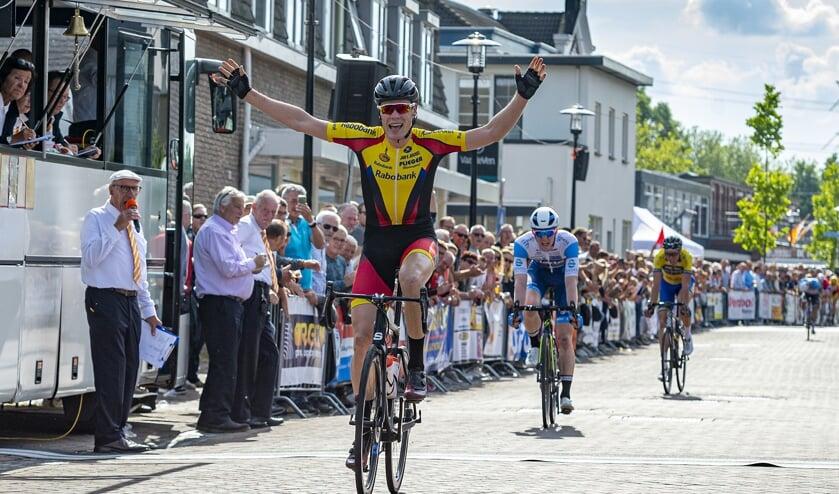 • Remco Schouten won eerder dit jaar ook de Ronde van Lekkerkerk.