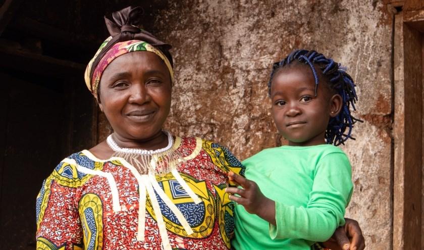 • Zuster Clementine doet wat ze kan om kansarme kinderen in Kameroen te helpen.