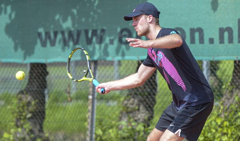 • Guus van Zeelst in actie tijdens de finale van het Harvest Open.