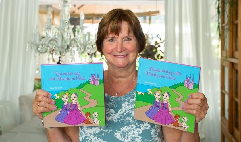• Roos Stroobant toont het kinderboek dat zij heeft geschreven in een Engels- en Nederlandstalige versie.