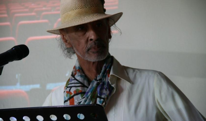 • Hans Budding tijdens zijn bijdrage aan een discussiemiddag over de cultuur in Vianen.