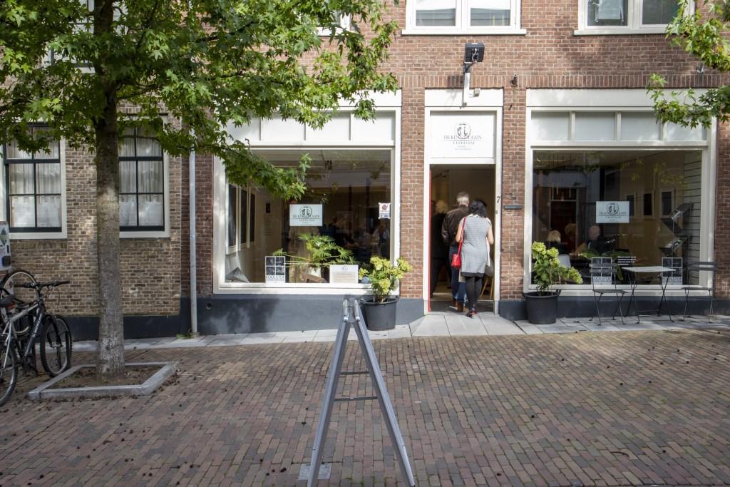 De Kunstplaats Leerdam, Markt 7 tijdens de opening expositie Astrid van Rijn Foto: Heidi Timmer © Leerdam