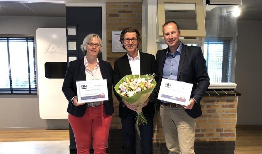 • De uitreiking van de award op het kantoor in Bergambacht.