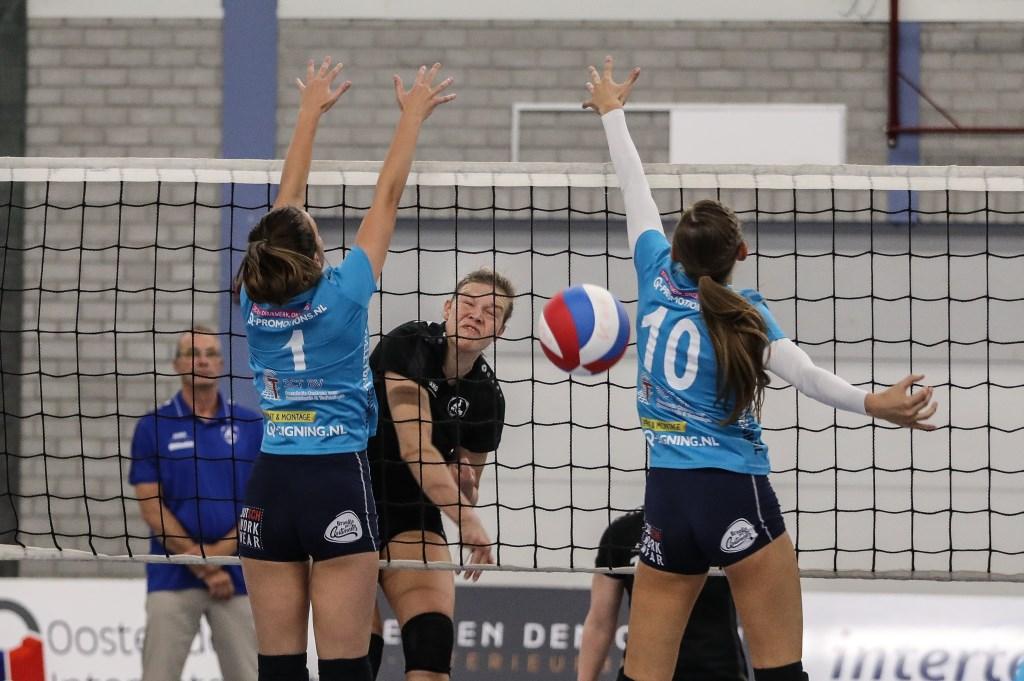 • VC WIK - Volley Tilburg (2-3). Foto: Rick den Besten  © Alblasserwaard