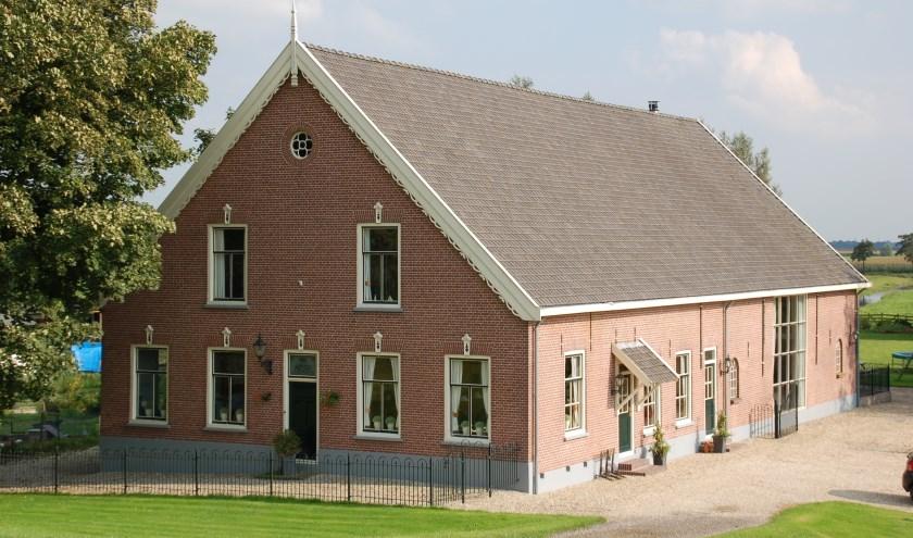 • Een boerderij in Groot-Ammers.