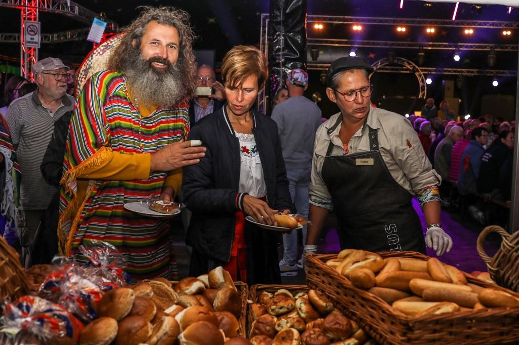• De laatste dag van de Meerkerkse feestweek begon met een dorpsontbijt. Foto: Rick den Besten © Alblasserwaard