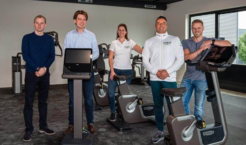 • De eigenaren en medewerkers van de nieuwe sportschool aan De Diamant in Schoonhoven.