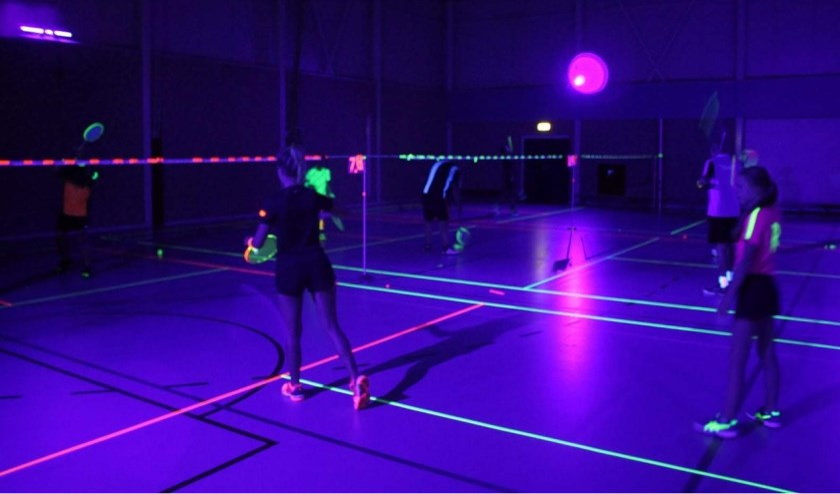 • Badmintonnen in bijzondere sfeer.